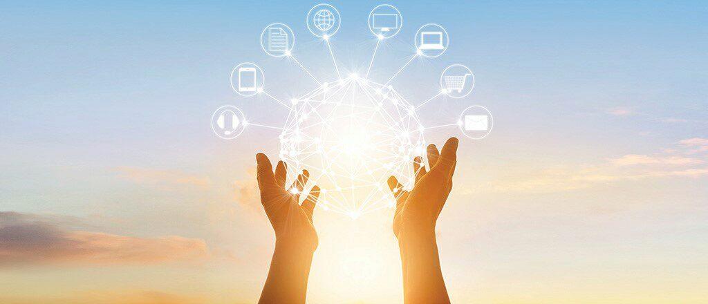 hands holding a visualization of omnichannel marketing